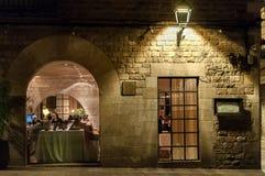 Notte alla vecchia città a Barcellona Fotografia Stock