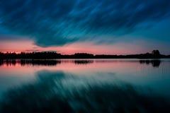 Notte calma dal lago in Svezia Immagine Stock
