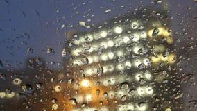 Notte che guida a Los Angeles piovoso urbano archivi video