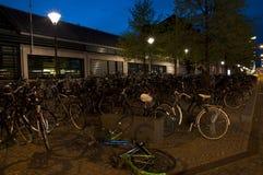 Notte Copenhaghen, parcheggio della bicicletta Fotografia Stock Libera da Diritti
