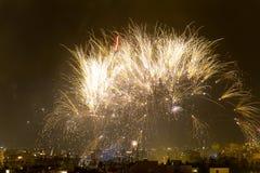 Notte dei fuochi d'artificio di Alborada per un'ora nella città di Elche Fotografia Stock Libera da Diritti