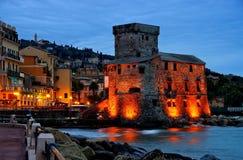 Notte del castello di Rapallo Immagini Stock Libere da Diritti