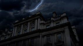 Notte del castello & fulmine frequentati (HD) video d archivio