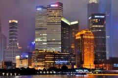 Notte del centro di affari di Schang-Hai, Cina fotografie stock