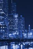 Notte del Chicago in azzurro Immagini Stock Libere da Diritti