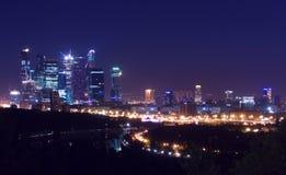 Notte del città-line di Mosca immagini stock