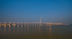 Notte del ponte della baia di Shenzhen Fotografie Stock Libere da Diritti