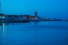 Notte del porto dell'isola della Grecia Fotografia Stock