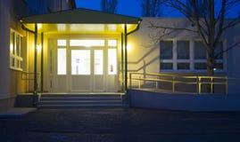 Notte dell'entrata dell'ospedale Fotografie Stock Libere da Diritti