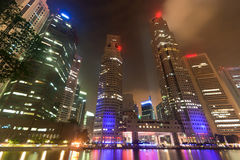 Notte dell'indicatore luminoso della città di Singapore Fotografie Stock