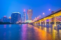 Notte dell'orizzonte della costruzione del casinò a Macao Immagine Stock