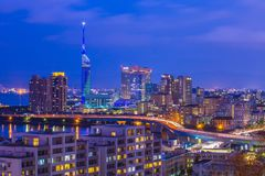 Notte dell'orizzonte di Hakata nella città di Fukuoka, Giappone Fotografie Stock