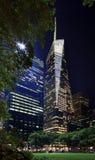 Notte dell'orizzonte di New York City della sosta del Bryant Fotografie Stock Libere da Diritti