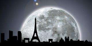 Notte dell'orizzonte di Parigi con la luna Immagini Stock Libere da Diritti
