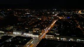 Notte della città Vista panoramica sulla grande città piacevole alla notte archivi video