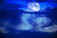 Notte della luna con il bello cielo Fotografia Stock