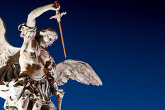 Notte della st Michael Sculpture Castle St Angel Roma Fotografia Stock