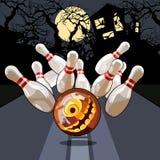 Notte di bowling su Halloween fotografia stock libera da diritti