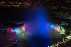 Notte di cascate del Niagara Immagine Stock