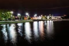 Notte di Ekaterinburg dell'argine Fotografia Stock