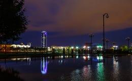 Notte di Ekaterinburg dell'argine all'alba Immagini Stock