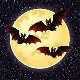 Notte di Halloween con i pipistrelli che sorvolano luna Fotografie Stock