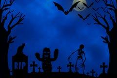 Notte di Halloween con la luna, albero, pipistrelli, scheletro, fantasma su fondo blu royalty illustrazione gratis