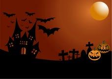 Notte di Halloween con la vecchia lanterna del ` della presa e del castello o su fondo arancione scuro Fotografia Stock Libera da Diritti
