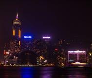 Notte di Hong Kong. Fucilazione da Kowloon. Fotografia Stock