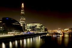 Notte di Londra: Ponte di Londra immagine stock libera da diritti
