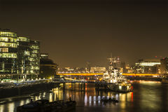 Notte di Londra: Ponte di Londra fotografia stock