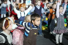 Notte di natale bambini ad un costume del partito dei bambini, il carnevale del nuovo anno Fotografia Stock Libera da Diritti