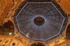 Notte di Natale nella galleria di Vittorio Emanuele II immagine stock