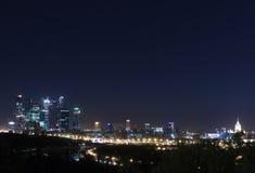 Notte di panorama di Mosca fotografia stock