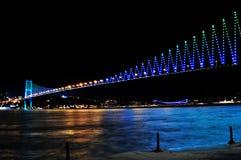 Notte golden gate bridge e le luci Costantinopoli, Turchia Fotografia Stock