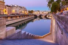 Notte la Senna e Pont Neuf, Parigi, Francia fotografia stock libera da diritti