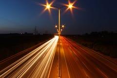 Notte lunga di esposizione sparata della strada principale Fotografia Stock