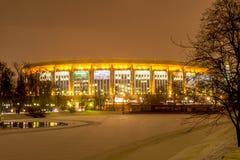 Notte Mosca di inverno Parco di Snowy ed olimpico complesso di sport Fotografia Stock Libera da Diritti