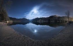 Notte nel lago Alpsee in Germania Bello paesaggio Fotografia Stock Libera da Diritti