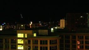 Notte nella città di Pattaya, Tailandia stock footage