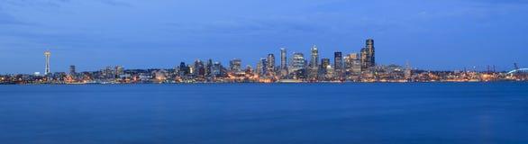 Notte per la città di Seattle Immagini Stock