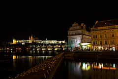 Notte Prag - nocni Praga di Hradcana Fotografie Stock Libere da Diritti