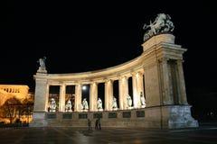Notte quadrata di Budapest degli eroi fotografie stock
