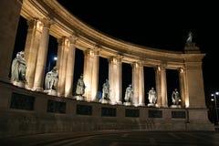 Notte quadrata di Budapest degli eroi fotografia stock libera da diritti