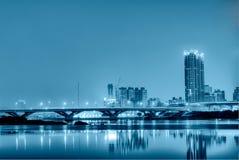 Notte sola blu della città Fotografia Stock Libera da Diritti