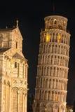 Notte sopra la torre pendente immagini stock libere da diritti