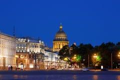 Notte St Petersburg, quadrato del palazzo fotografia stock libera da diritti