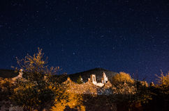 Notte stellata alla città fantasma 3 Fotografia Stock