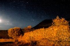 Notte stellata alla città fantasma 2 Immagini Stock