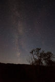 Notte stellata lontano da una città Fotografie Stock